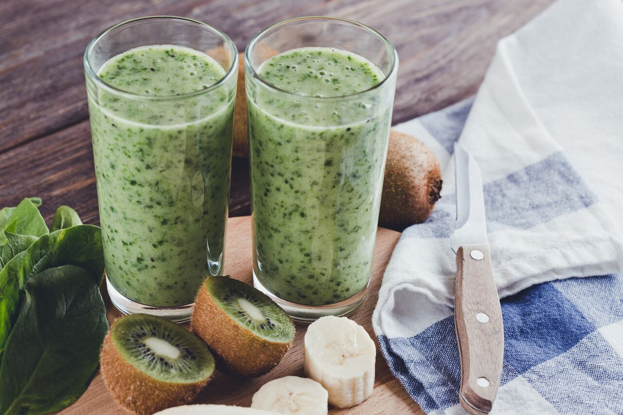Kiwi, banana and spinach smoothie