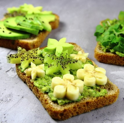 Oscar® kiwi fruits & avocado toasts