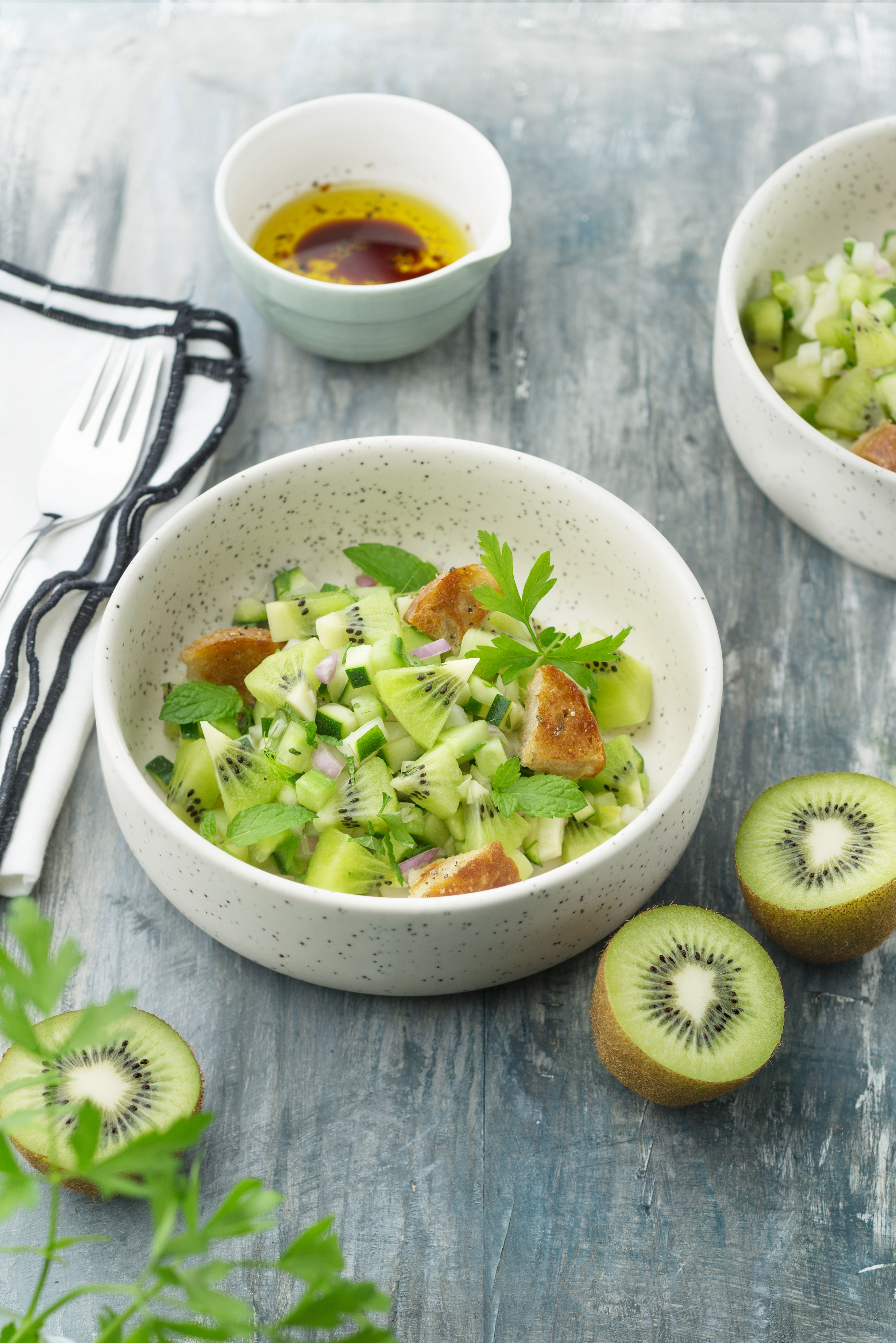 Oscar® kiwi fruits and vegetable tartar