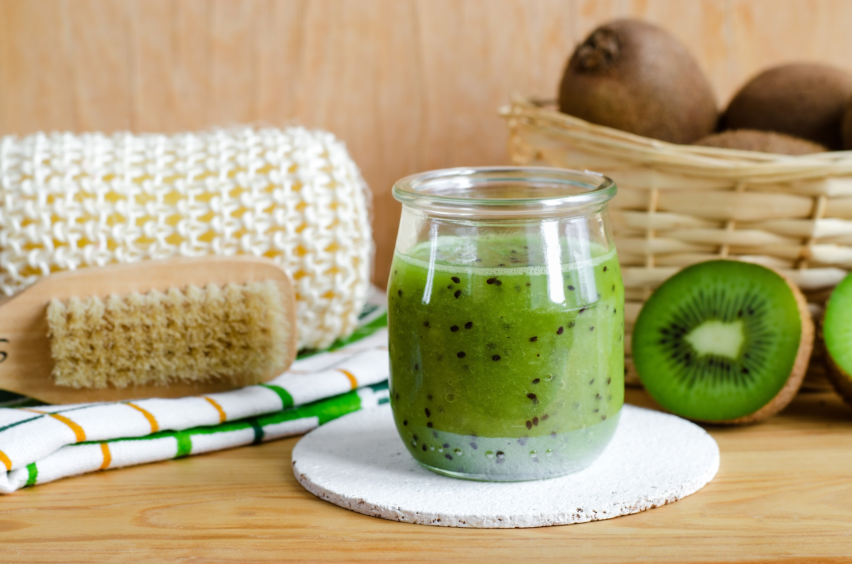 DIY: HOMEMADE KIWI SCRUB AND MASK!