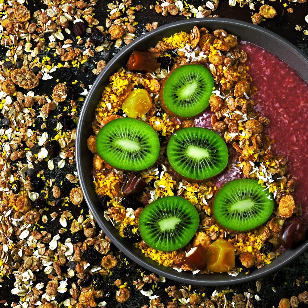 Acai bowl with Oscar® Kiwi