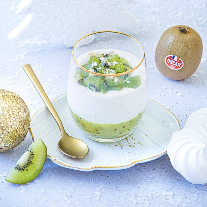 Shot glasses with kiwi, vanilla and fromage blanc